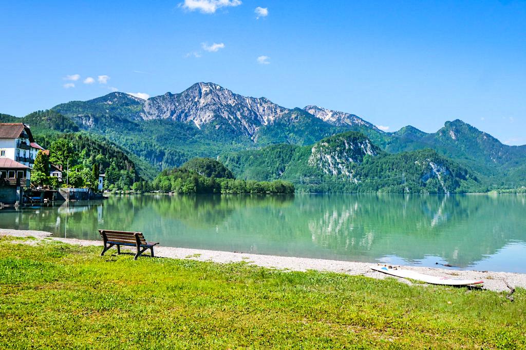 Kochelsee mit Blick auf die Berge - Ein Ort zum Verweilen, Staunen, Genießen und Baden - Bayern