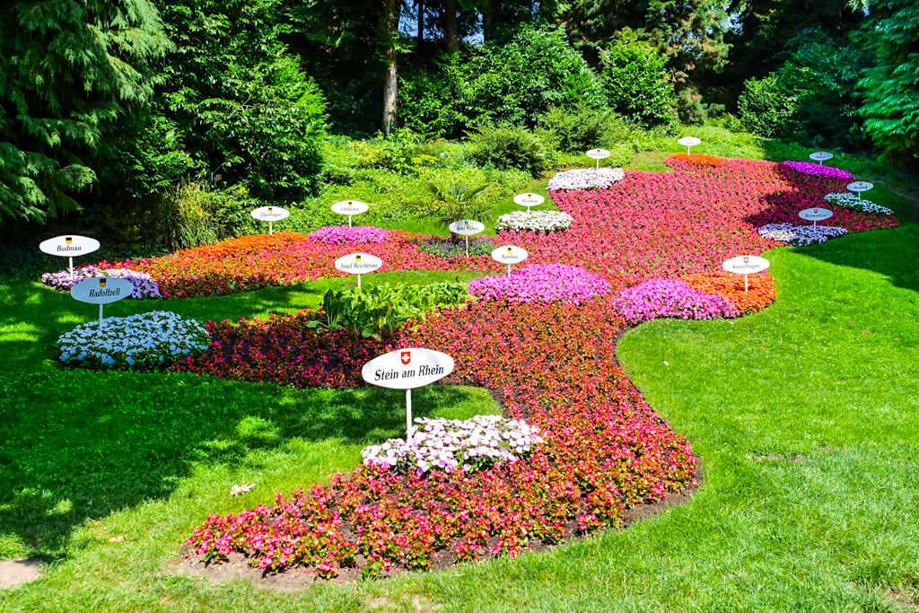 Insel Mainau Attraktionen - Bodensee in Form eines farbenfroher Blumensees angelegt - Baden-Württemberg