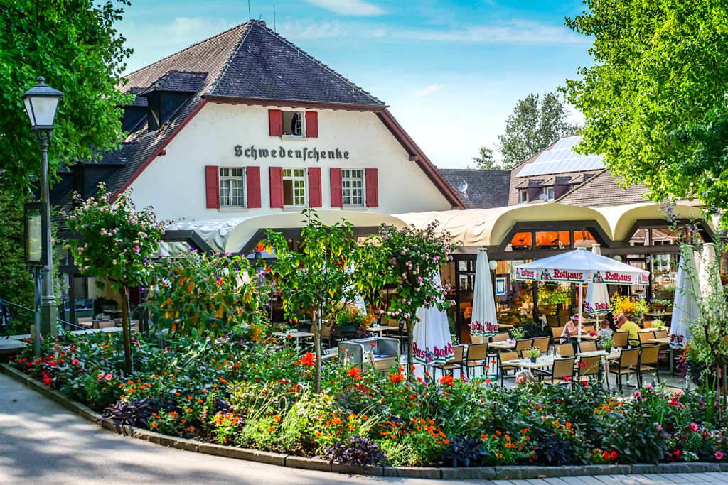 Insel Mainau - Schwedenschenke, eines der vielen Restaurants und Imbisse auf der Blumeninsel - Baden-Württemberg