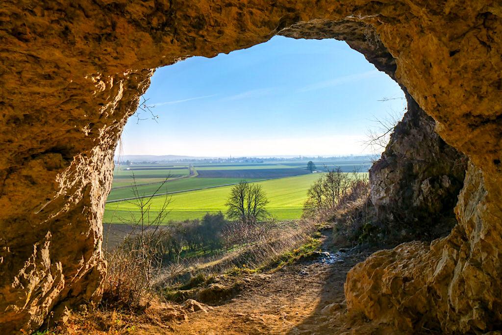 Mauerner Höhlen oder Weinberghöhlen von Mauern - Ausblick auf das Urdonautal von Wellheim - Altmühltal Sehenswürdigkeiten & Ausflugsziele - Bayern