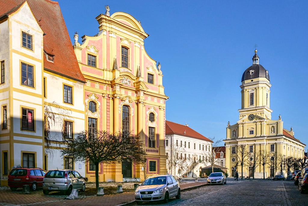 Neuburg an der Donau - die bezaubernd schöne Altstadt mit ihren prunkvollen historischen Gebäuden verzaubert jeden Besucher - Bayern