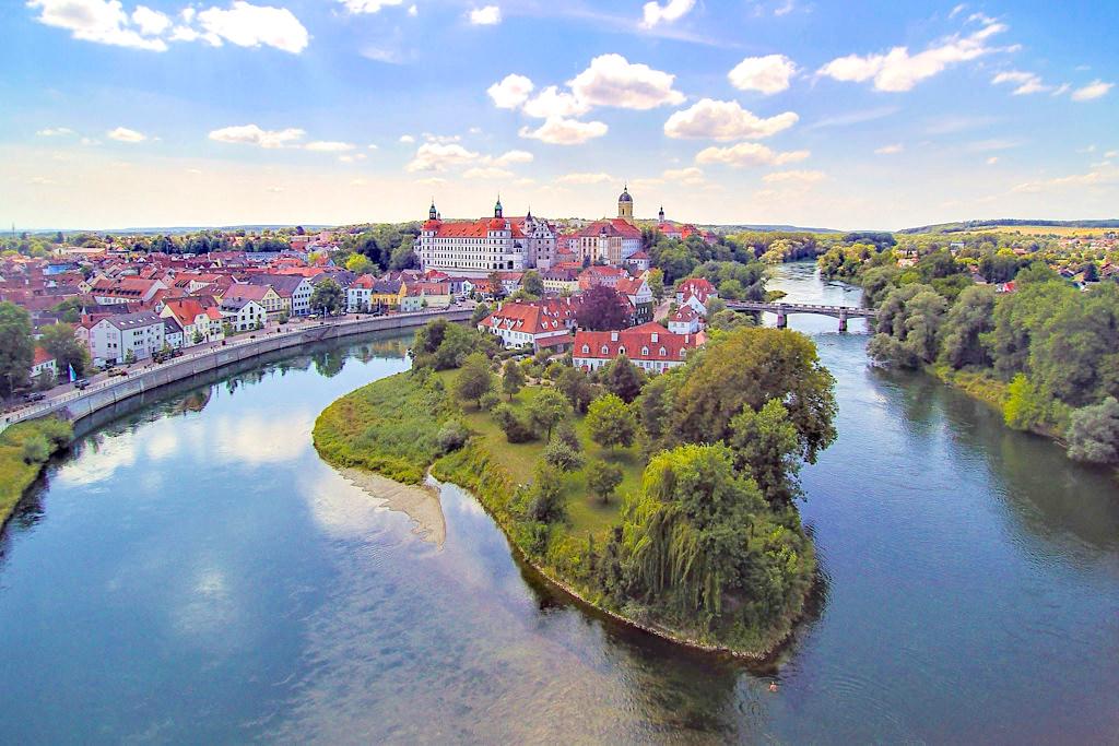 Das malerische Neuburg an der Donau liegt direkt am Rande des Altmühltals & gehört für mich noch zu den Sehenswürdigkeiten des Naturpark Altmühltals - Bayern