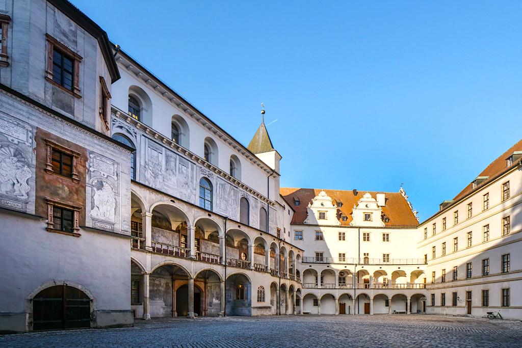Schoss Neuburg - Renaissance-Schlosss mit grandiosen Innenhof & in einzigartiger Sgraffitotechnik dekorierte Hoffassade - Neuburg an der Donau, Bayern
