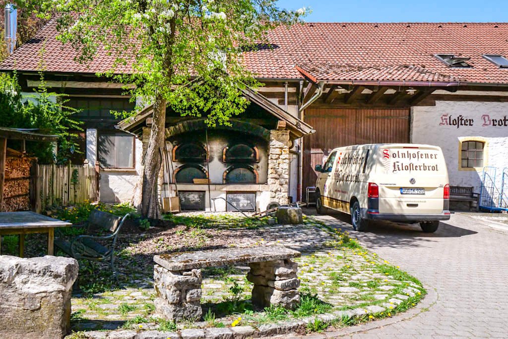 Weit über das Altmühltal hinweg bekanntes Solnhofer Klosterbrot - einfach im Klosterladen probieren und kaufen - Altmühltal Tipps - Bayern