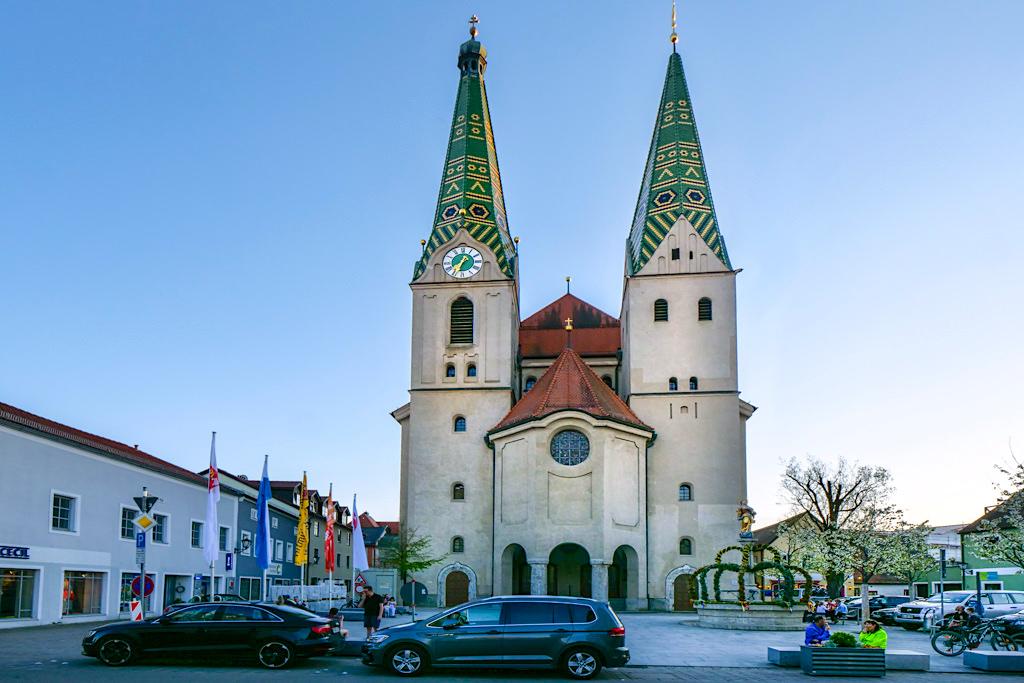 St. Walburga Stadtpfarrkirche im malerischen Beilngries - Altmühltal Ausflugsziele - Bayern