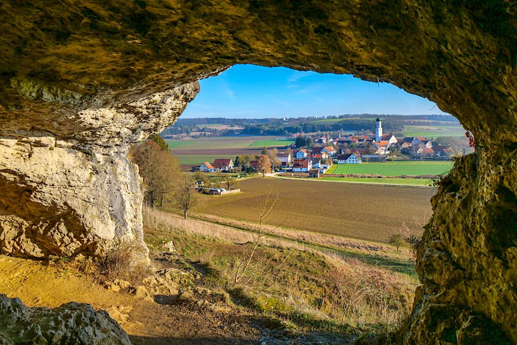 Mauerner Höhlen oder Weinberghöhlen von Mauern - Pittoresker Ausblick auf Mauern & das Urdonau-Tal - Altmühltal Sehenswürdigkeiten & Geotope- Bayern