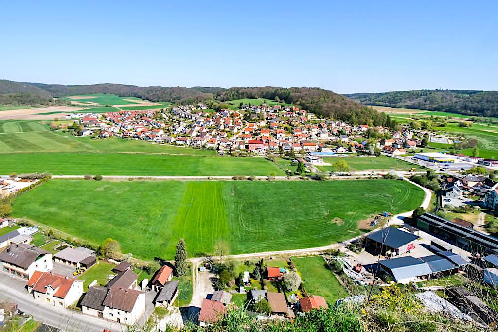 Wellheimer Trockental ein wichtiges Geotop in Bayern - Ausblick Burg Wellheim - Altmühltal Sehenswürdigkeiten - Bayern