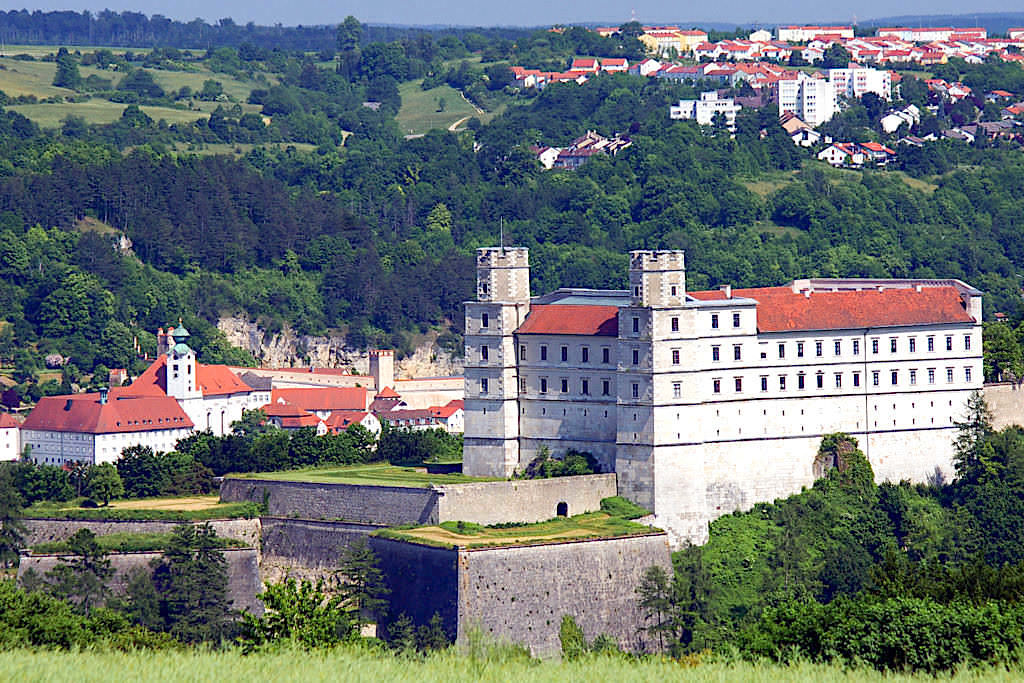 Willibaldsburg - Gesamtansicht der Burganlage & Gemmingenbau von Westen - Altmühltal - Bayern