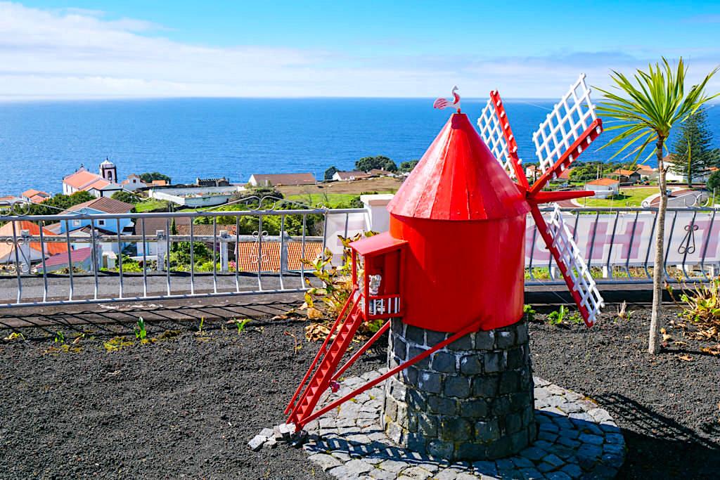 Miradouro da Papalva Guesthouse Inn - Leuchtturm im Garten & faszinierende Ausblicke auf das Dorf und über das Meer - Insel Pico - Azoren