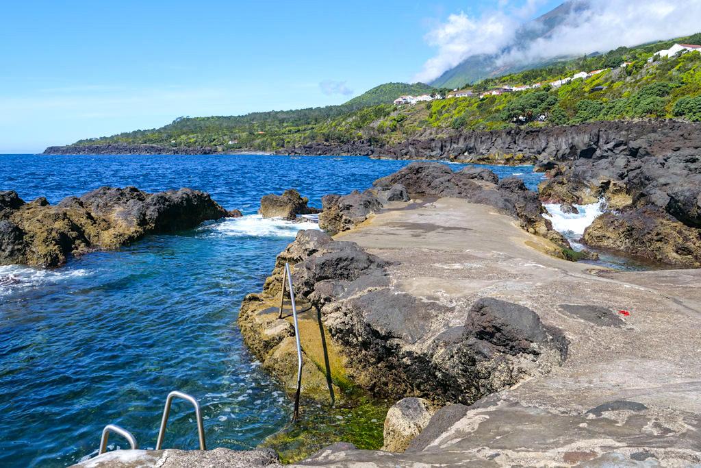Pico Sehenswürdigkeiten & Geheimtipps: Ponta do Admoiro - Schönste Felspools der Insel Pico laden zum Baden ein - Azoren