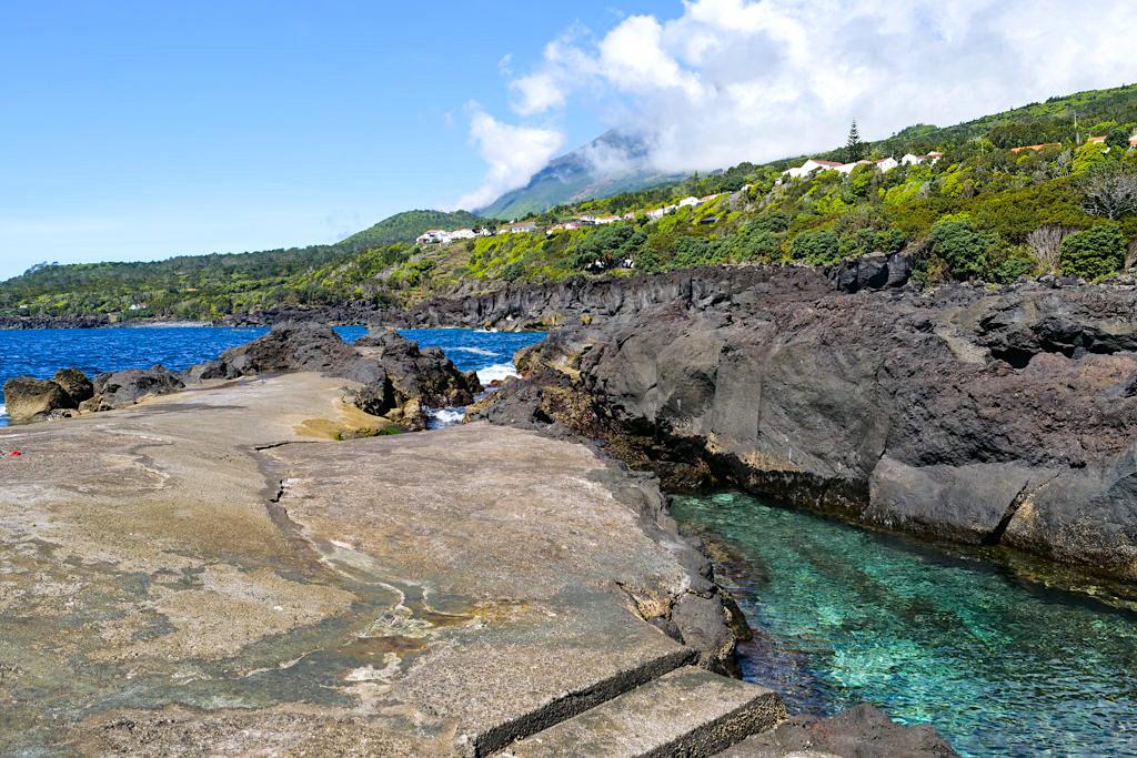 Ponta do Admoiro - Herrliche Naturschwimmbecken mit grandiosen Ausblicken laden zum Baden ein - Insel Pico Sehenswürdigkeiten - Azoren