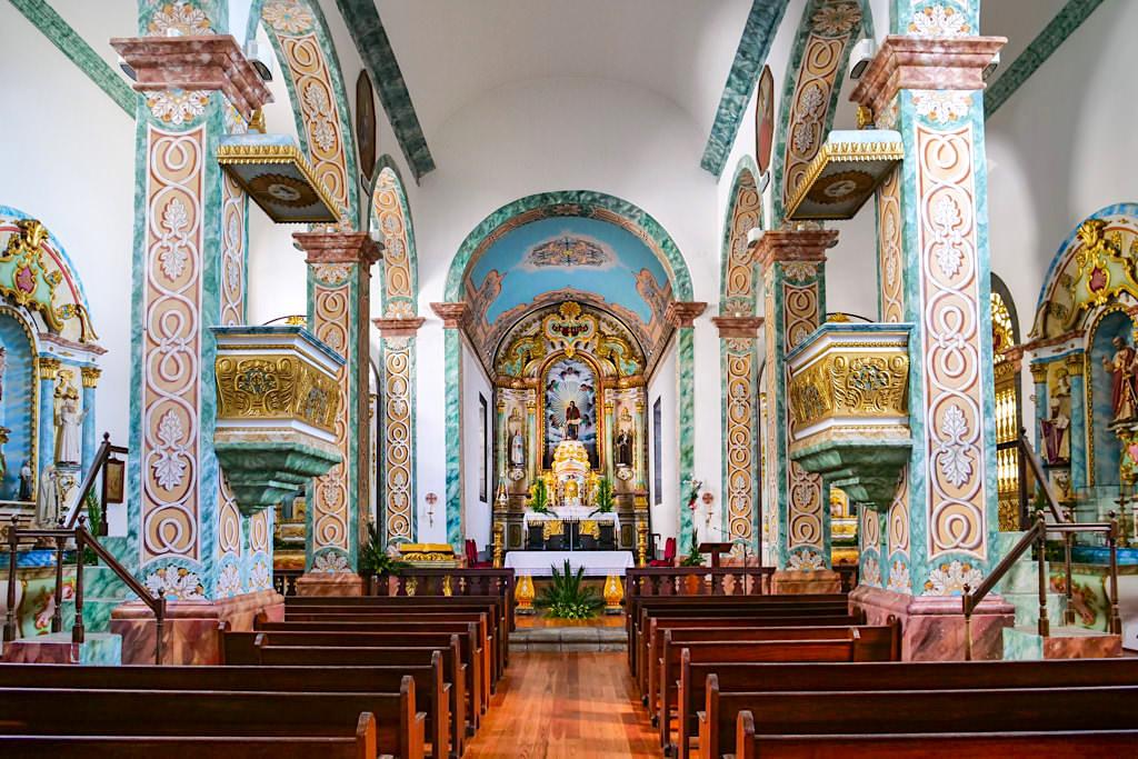 Pico Sehenswürdigkeiten - Kirche Sao Mateus -reichste Kirche & schönstes, majestätisch geschmücktes Kirchenschiff der Insel Pico - Azoren