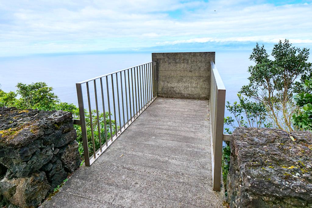 Spektakulärer Aussichtspunkt Miradouro Terra Alta mit Ausblick bis nach Sao Jorge - Insel Pico Sehenswürdigkeiten - Azoren