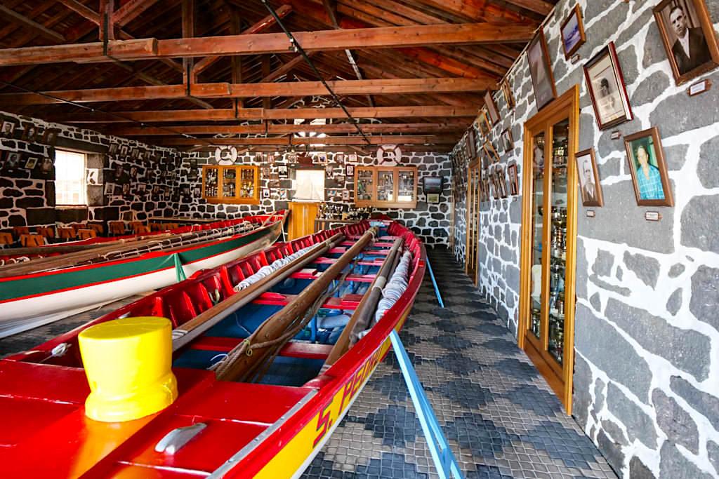 Calheta des Nesquim - Casa das Botes: kleines Museum mit restaurierten Walfangbooten - Pico Sehenswürdigkeiten - Azoren
