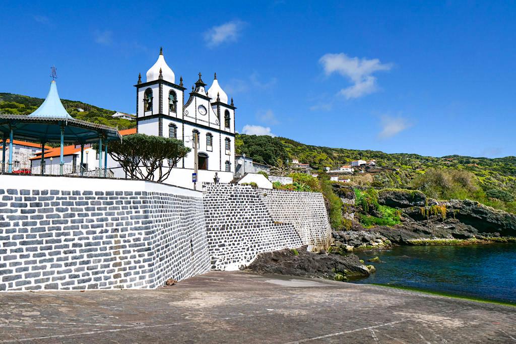 Calheta des Nesquim - Schöner Hafen mit beeindruckender Kirche - Pico Sehenswürdigkeiten - Azoren