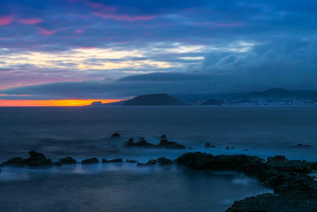 Atemberaubend schöner Sonnenuntergang auf Pico mit Blick auf Faial - Pico Sehenswürdigkeiten und Geheimtipps - Azoren