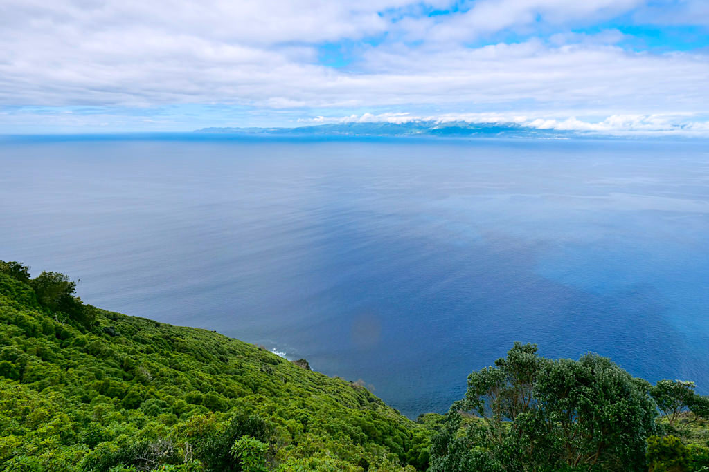 Miradouro Terra Alta - Faszinierender Ausblick auf die Küste, den Kanal und Sao Jorge - Insel Pico Highlights - Azoren