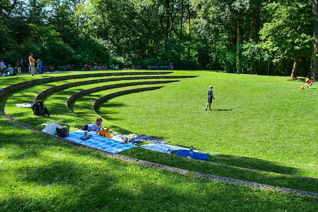 Amphitheater im Englischen Garten mit Freilichttheateraufführungen - München Sehenswürdigkeiten - Bayern
