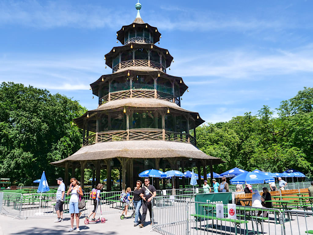 Chinesischer Turm zu Corona Zeiten - Englischer Garten in München - Bayern
