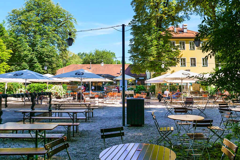 Hirschau Biergarten im Nordteil des Englischer Gartens - Münchner Biergärten - Bayern