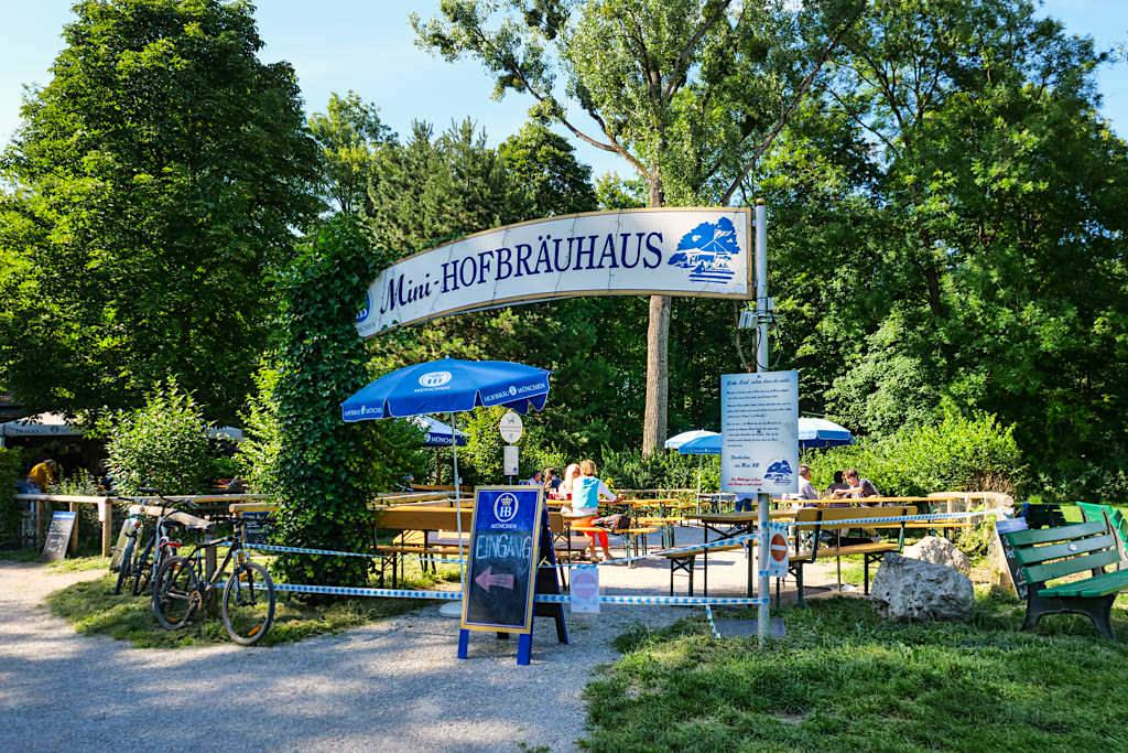 Mini Hofbräuhaus - Kleiner Biergarten im Norden des Englischer Gartens - München, Bayern