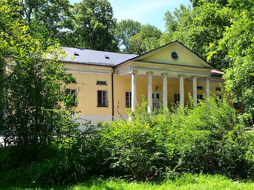 Rumfordhaus oder Rumfordschlössl - Historische Gebäude im Englischer Garten - München, Bayern