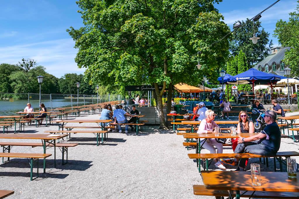 Seehaus Biergarten am Kleinhesseloher See - Schöner Biergarten im Englischer Garten - München, Bayern