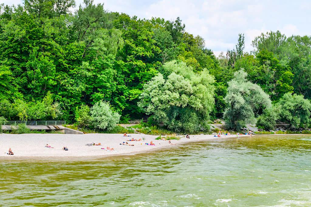 Stauwehr Oberföhring - Wunderschöne Badeinsel mit grandioser Kulisse - Englischer Garten Nordteil - München Sehenswürdigkeiten - Bayern