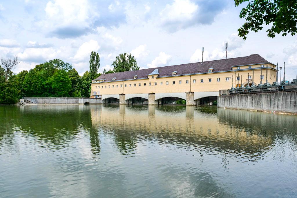 Stauwehr Oberföhring - Historische Bauwerke im Englsicher Garten - München, Bayern