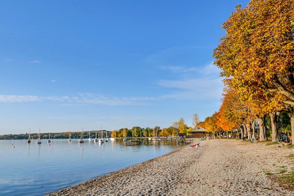 Wunderschöne Uferpromenade in Herrsching am Ammersee - 3-Seen-Wanderung vom Starnberger See über den Maisinger See zum Ammersee - Bayern