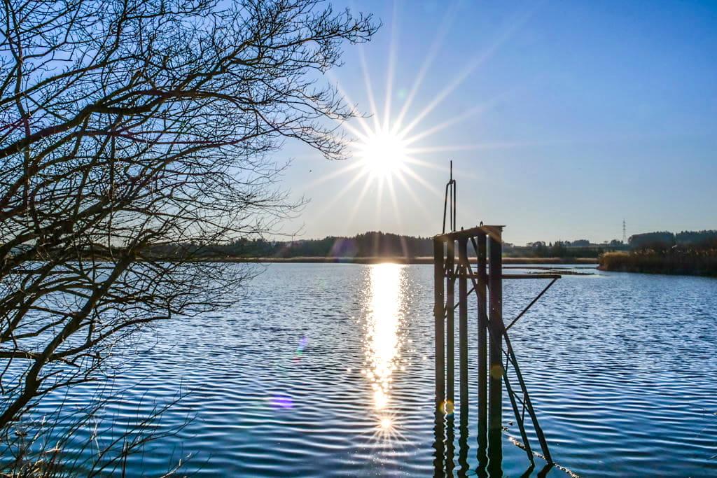 Idyllischer Maisinger See kurz vor Sonnenuntergang nahe Starnberg - Bayern