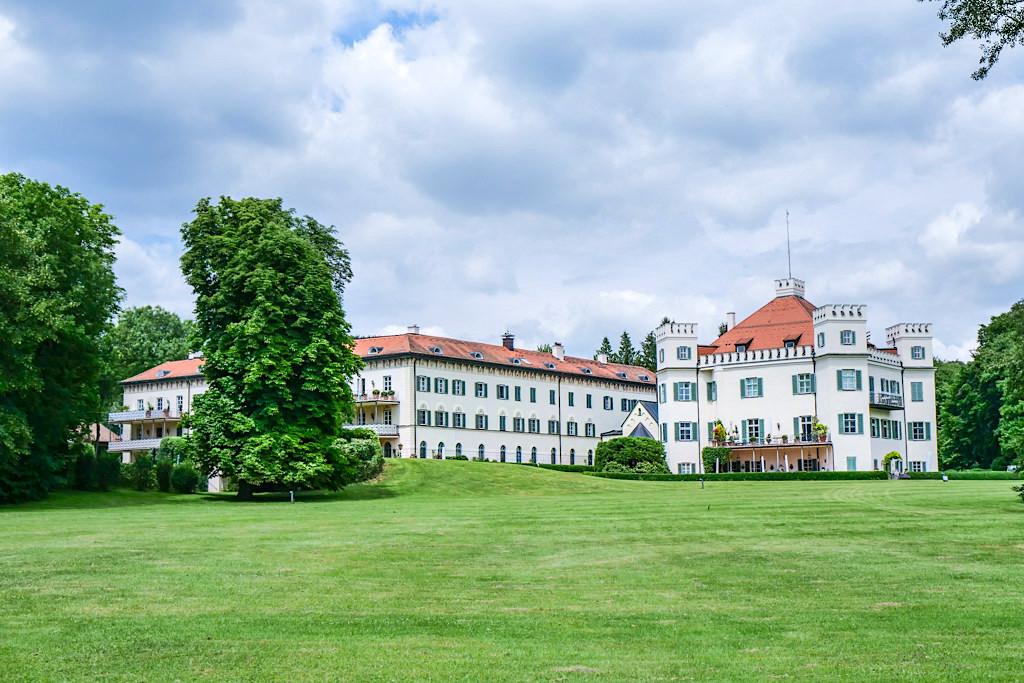 Schloss Possenhofen am Starnberger See gelegen -Bayern