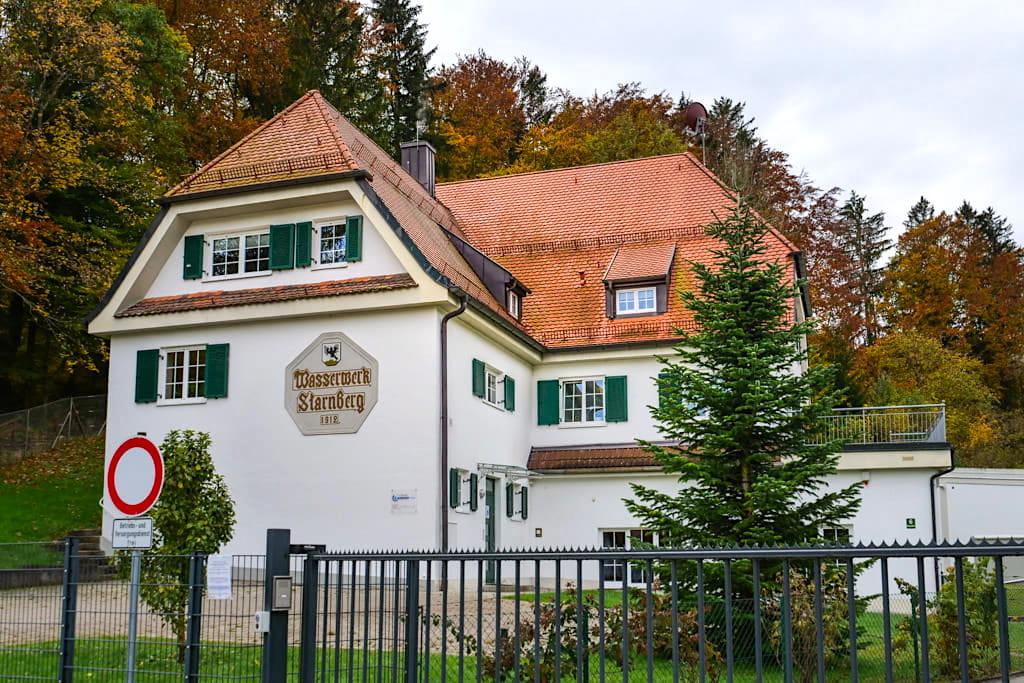 Wasserwerk Starnberg - Kostenloser Parkplatz und Beginn der Maisinger See Wanderung - Bayern