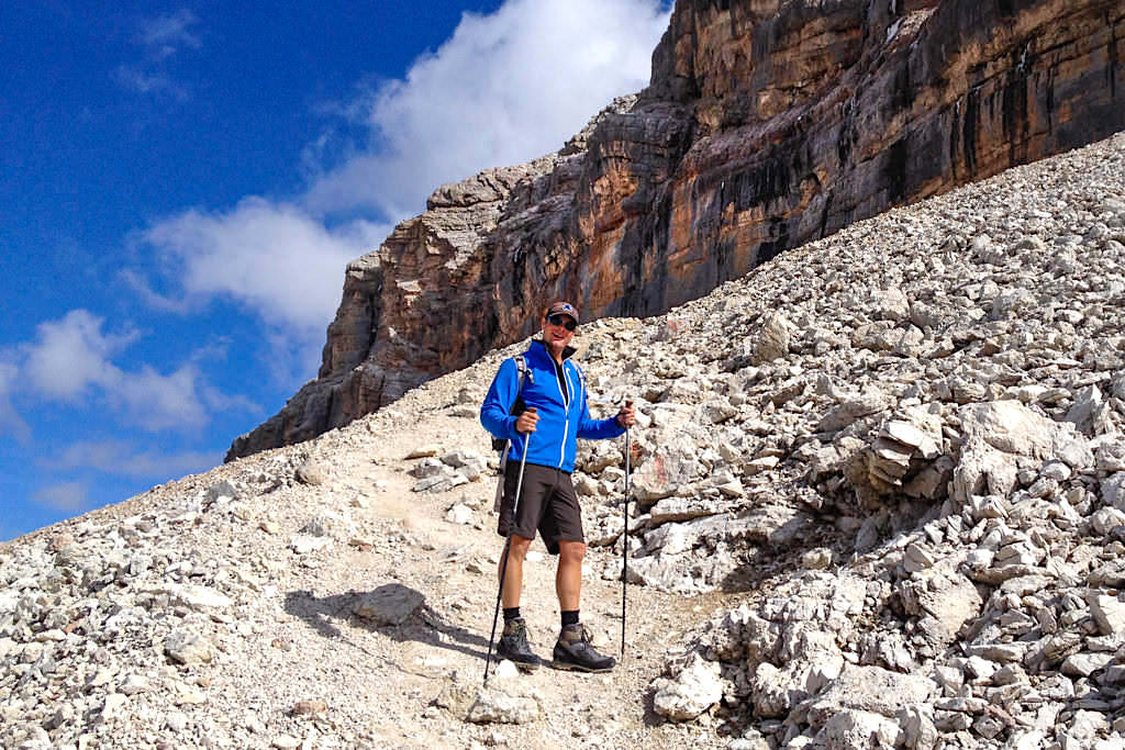Wandern mit Stöcken - Richtige Stocklänge einstellen für maximale Entlastung - Passenger on Earth
