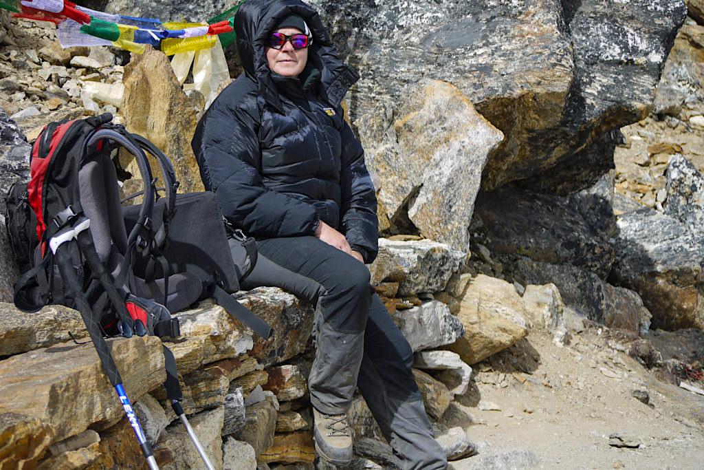 Wandern mit Stöcken - Unverzichtbar in großen Höhen wie z.B. in der Everest Region Himalaya - Passenger on Earth