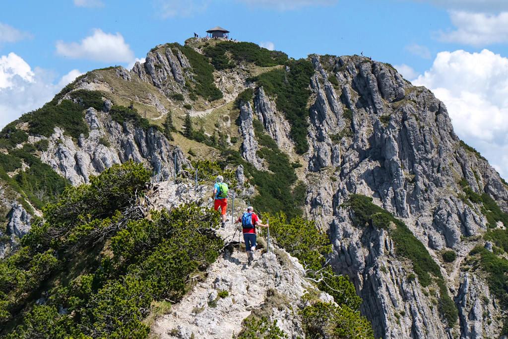Wandern mit Stöcken sehr von Vorteil auf Gratwanderungen z.B. vom Heimgarten zum Herzogstand - Passenger on Earth