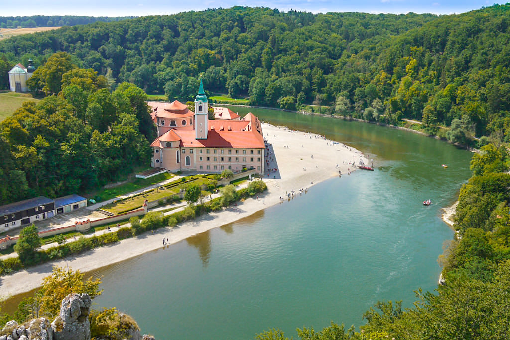 Grandioser Ausblick Kloster Weltenburg - Rundwanderung von Kelheim zum Donaudurchbruch & Kloster Weltenburg - Bayern