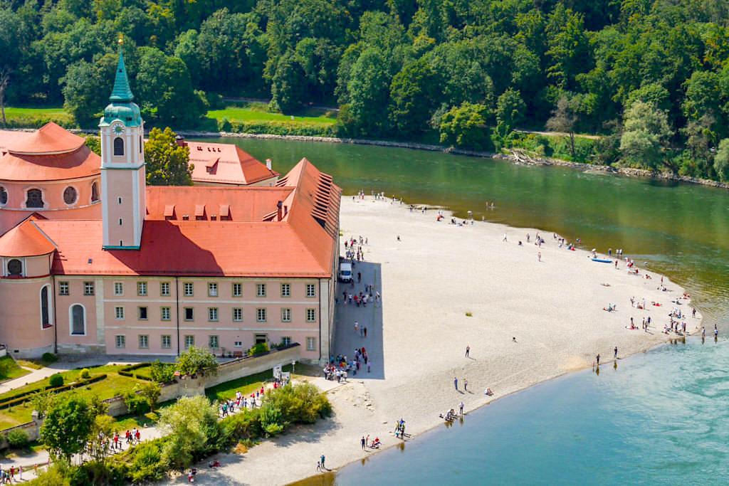 Atemberaubend schöner Ausblick auf Kloster Weltenburg - Wanderung von Kelheim zum Donaudurchbruch & Weltenburger Enge - Bayern
