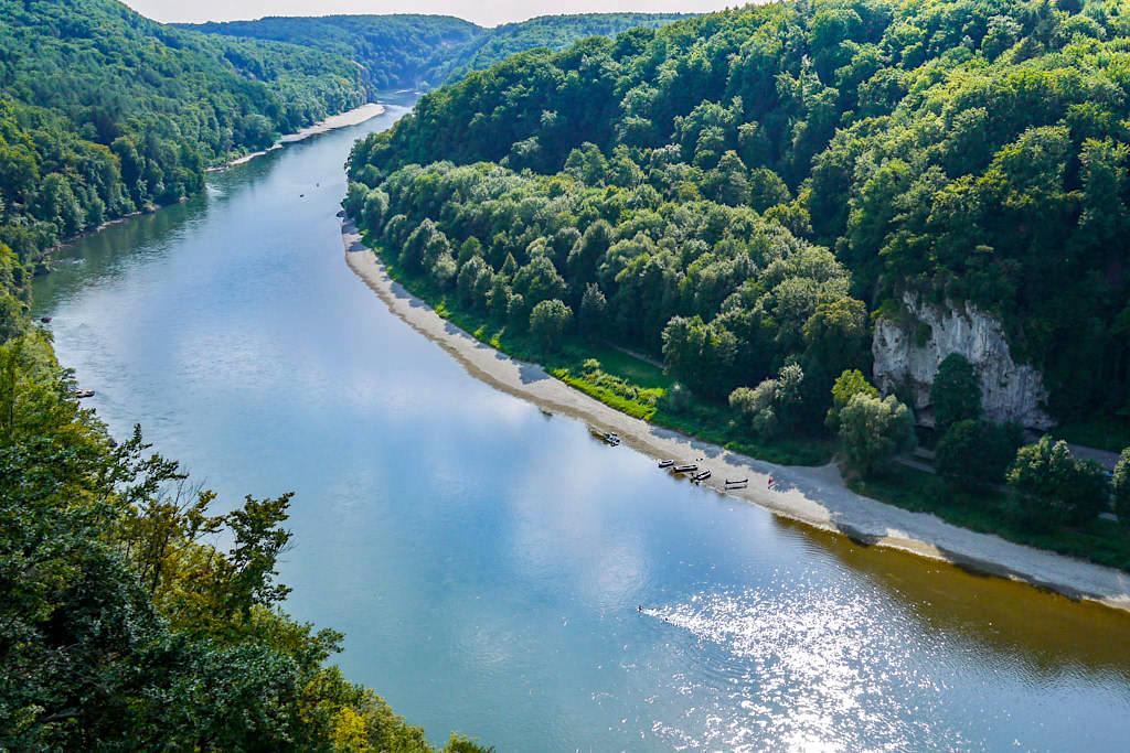 Überwältigend schöner Ausblick vom Wieserkreuz auf der Weltenburger Höhenweg Wanderung - Bayern