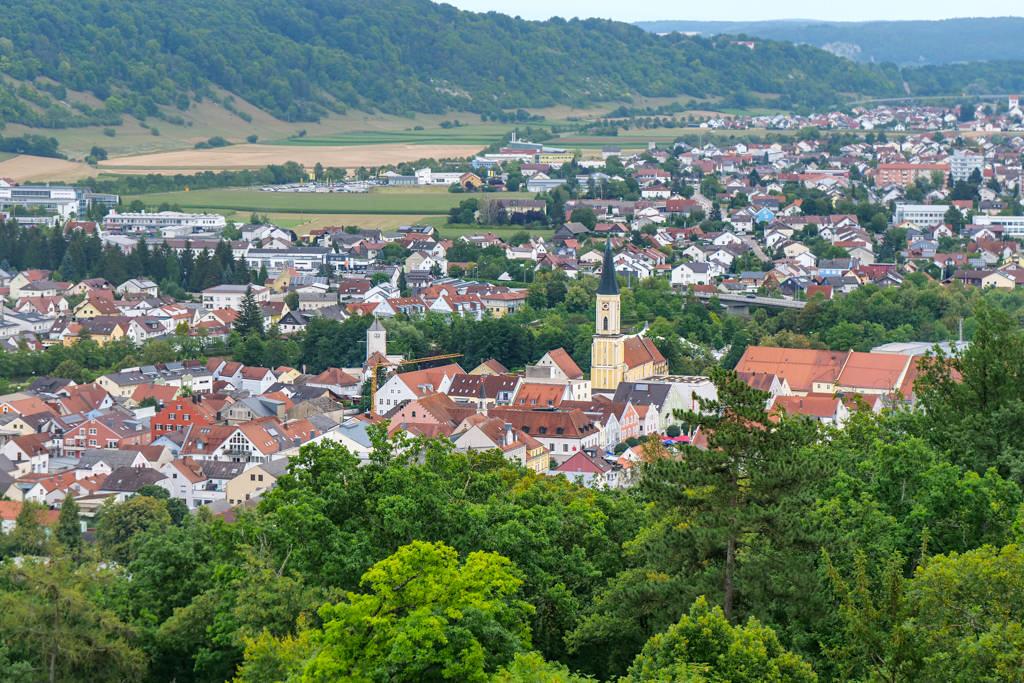 Herrlicher Ausblick auf Kelheim vom Michelsberg & der Befreiungshalle aus gesehen - Bayern
