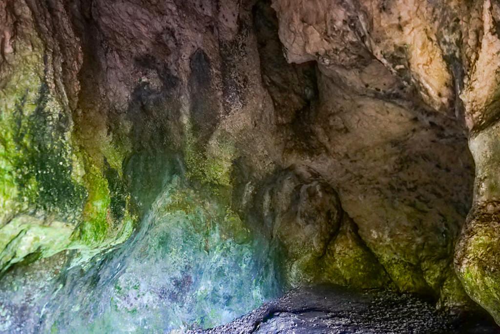 Grosse Ofnethöhle am Geotop Riegelberg - Schäferweg Wanderung im Donau-Ries - Bayern