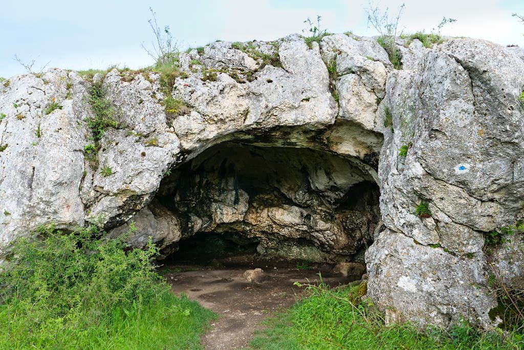Kleine Ofnethöhle am Geotop Riegelberg - Schäferweg Wanderung im Donau-Ries, Bayern