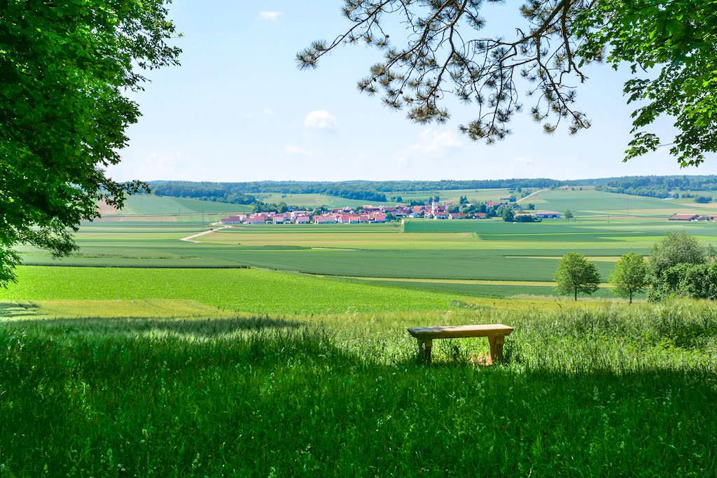 Schäferweg Wanderung - Marienhöhe bei Nördlingen mit herrlichem Ausblick auf Kleinerdlingen und ins Donau-Ries - Bayern