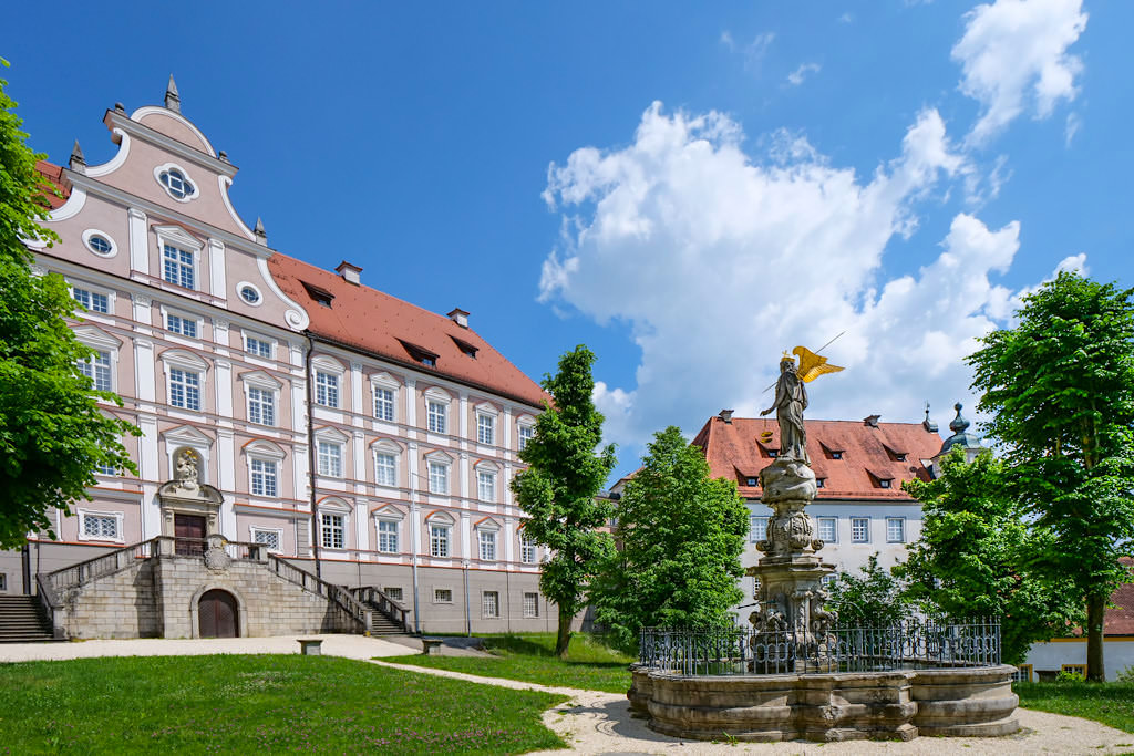 Abtei Neresheim & Konventgebäude - Sehenswürdigkeiten im Ferienland Donau-Ries & Schwäbische Alb, Baden-Württemberg