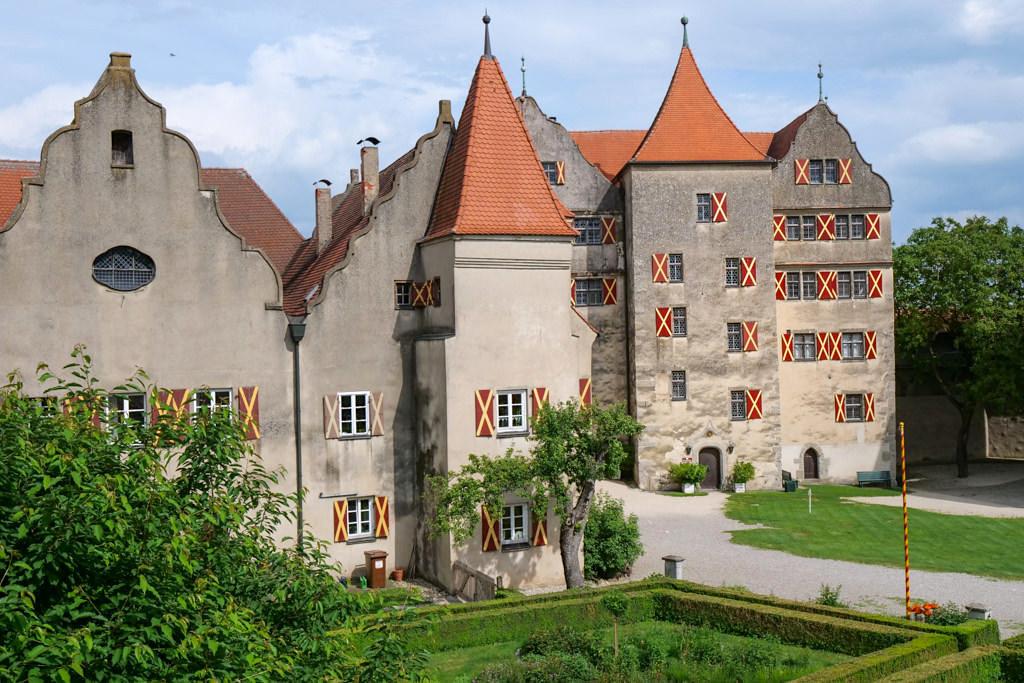 Die Burg Harburg mit ihren vielen Türmen zählt zu den schönsten Burgen & Schlösser im Donau-Ries - Bayern