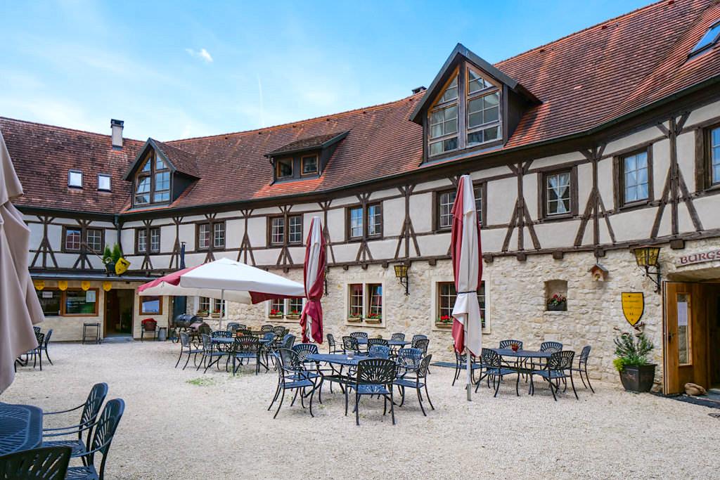 Burg Katzenstein mit Restaurant und Biergarten im Innenhof - Schönste Burgen & Schlösser im Ferienland Donau-Ries & Schwäbische Alb, Bayern
