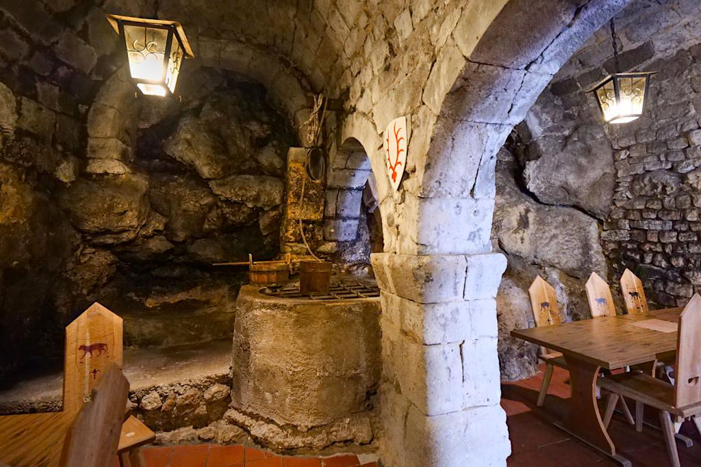 Burg Katzenstein - Uriges Turmzimmer wird für Rittermahle genutzt - Ferienland Donau-Ries, Baden-Württemberg