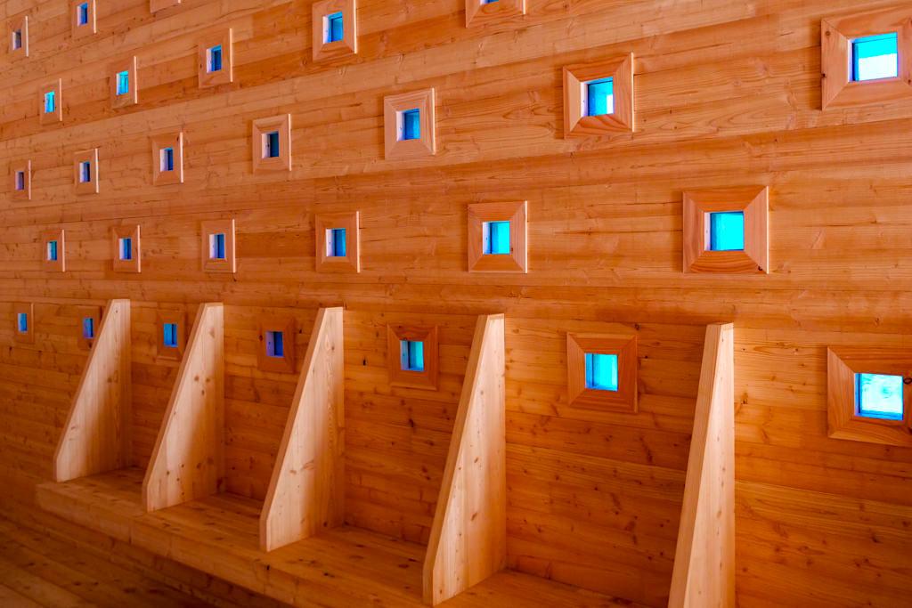 Kapelle Oberthürheim mit 172 Buntglas-Fenstern - Architekturprojekt 7 Kapellen der Denzel-Stiftung im Dillinger Land, Bayern