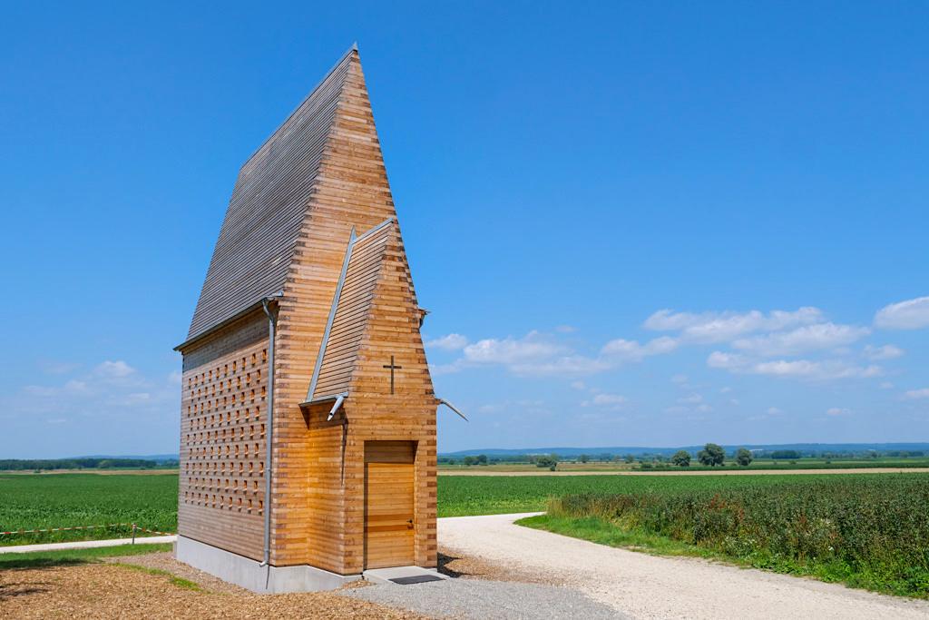 Kapelle Oberthürheim - Die 7 Kapellen der Denzel-Stiftung gehören zu den Sehenswürdigkeiten im Dillinger Land, Bayern