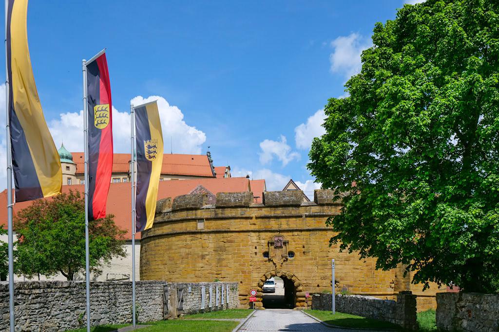 Schloss Kapfenburg - Ringmauer & Eingang zur Burg - Ferienland Donau-Ries & Schwäbische Alb, Baden-Württemberg